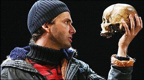 Tennant_and_Tchaikowsky_as_Hamlet_and_Yorick